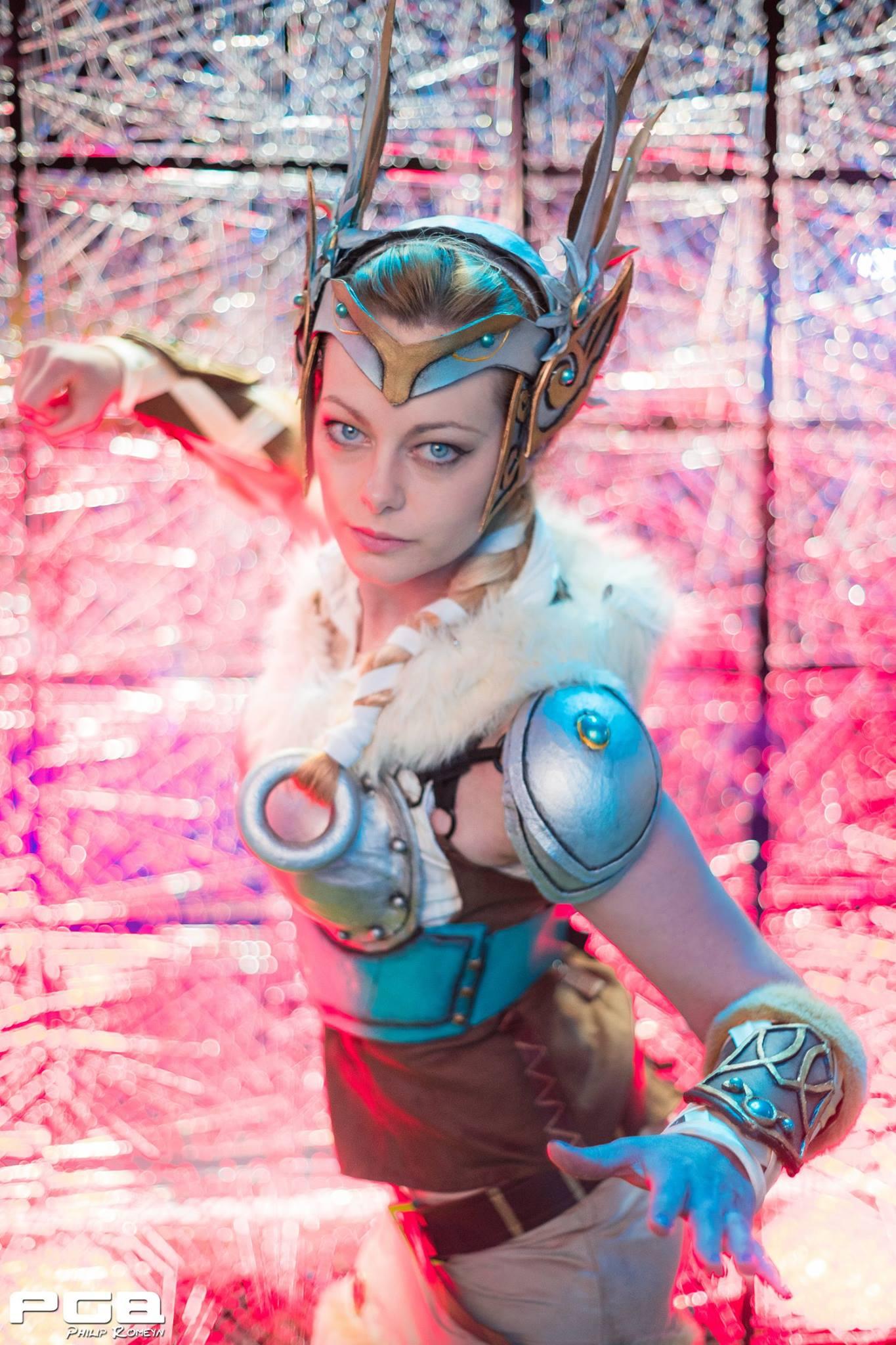 mercy valkyrie cosplay